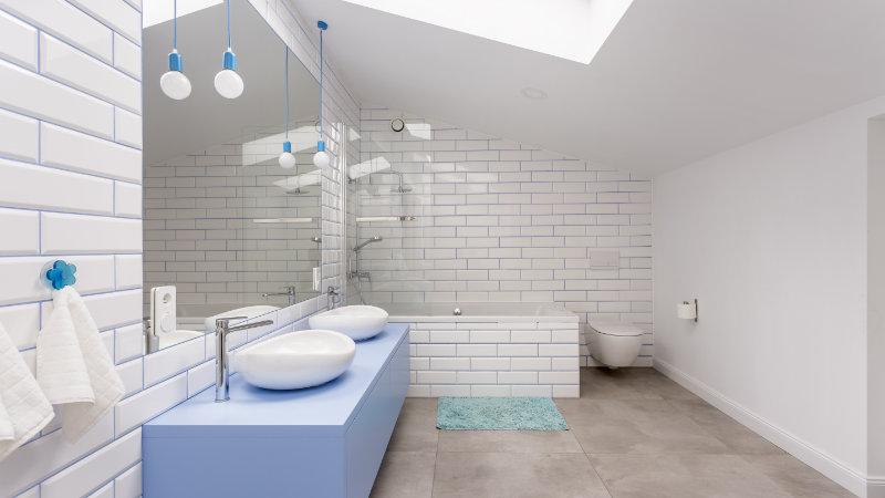 cuartos de baños abuhardillados