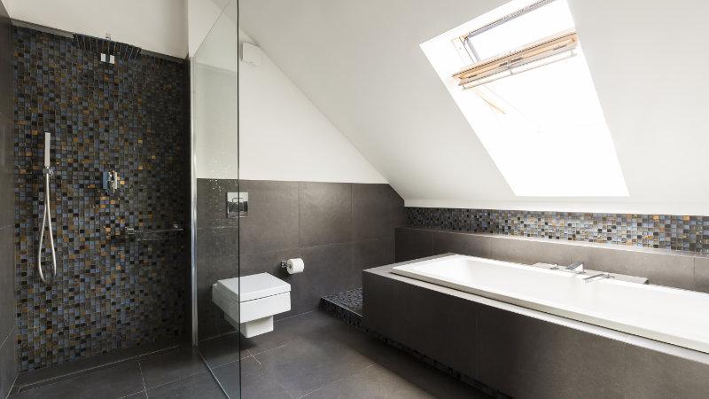fotos de baños abuhardillados